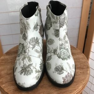 Size 37 Sol Sana CUTE white floral leather booties